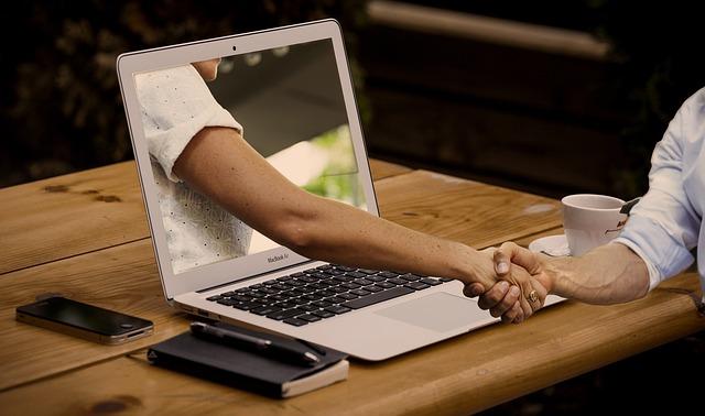 La rencontre en ligne pour se faire des amis