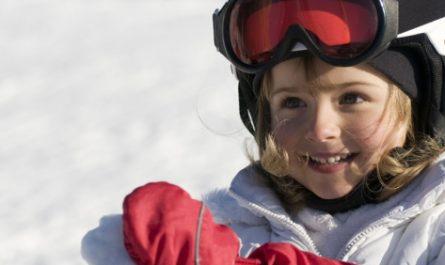 Profiter d'une colonie de vacances pour s'initier au ski